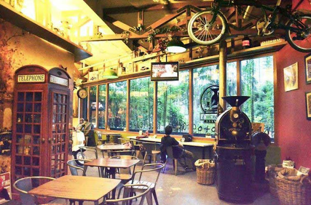 Blumchen Coffee - Tempat Makan Unik di Jakarta