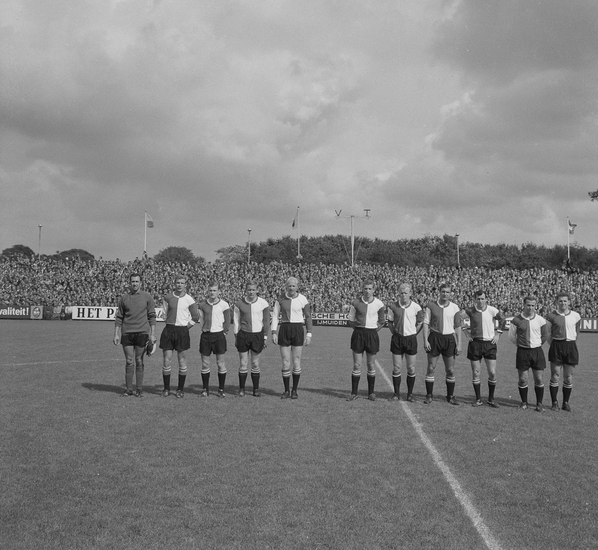 Elftalfoto Feyenoord uit bij Telstar in 1965