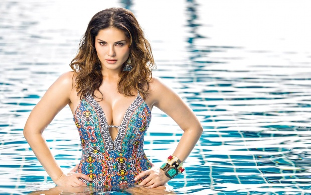 Sunny Leone HD Hot Wallpaper in Bikini