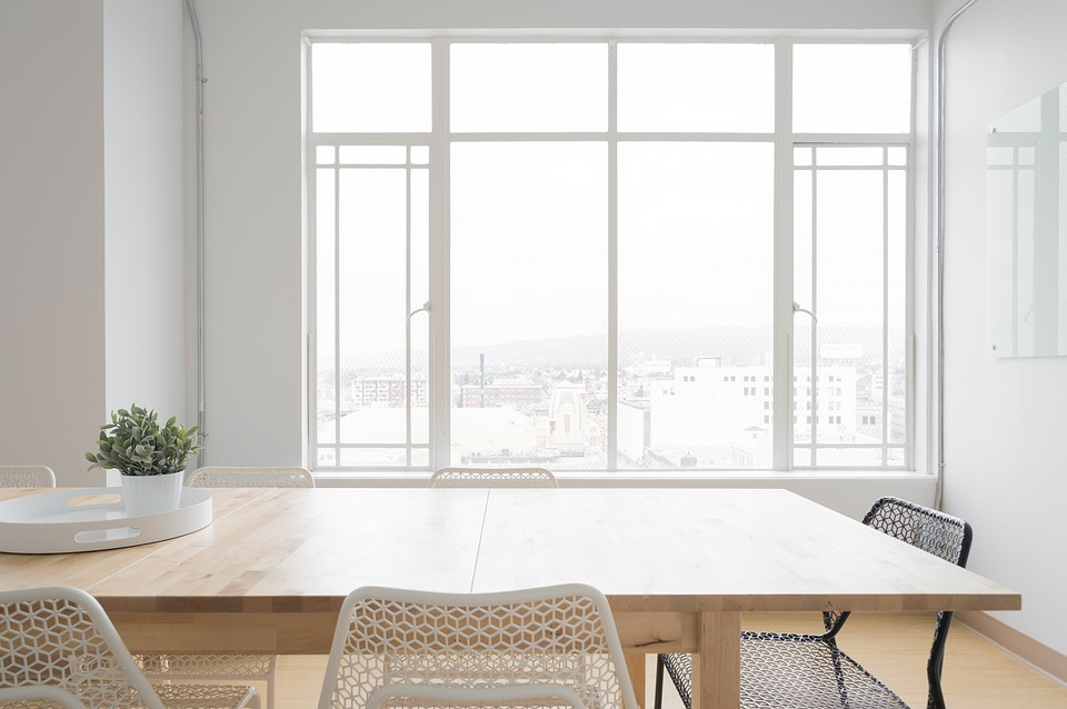 To Bare or Not To Bare: How to Use Full Wall Windows to Suit Your Needs