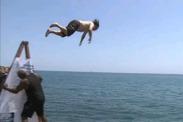 Chicago man jumps into Lake Michigan 365 days in a row|Interesting news|