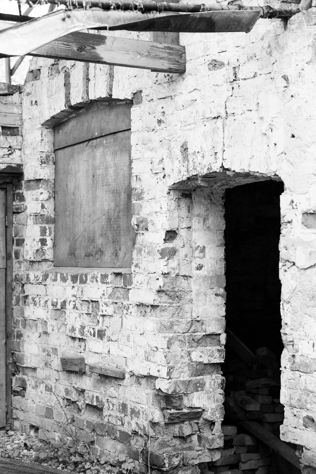 Vantaankoski, Vantaa, mustavalkokuva, mustavalkoinen, valokuvaus, hylätty talo, abandoned, black and whitre, photography, photographer, valokuvaaja, Frida Steiner, visualaddictfrida