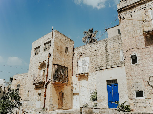 Malta holiday - pretty Maltese buildings