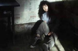 Hình ảnh Hoa khôi 18 tuổi khỏa thân trong hầm 5 năm, khi được giải cứu chỉ còn 30kg