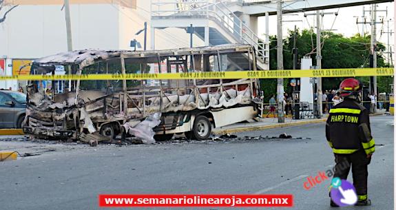 Posible falla eléctrica propició incendio de camión urbano