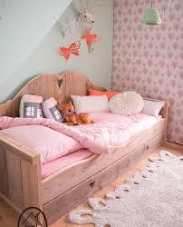 Filha princesa 25 id ias para cama infantil com pallets for Cabecera individual infantil