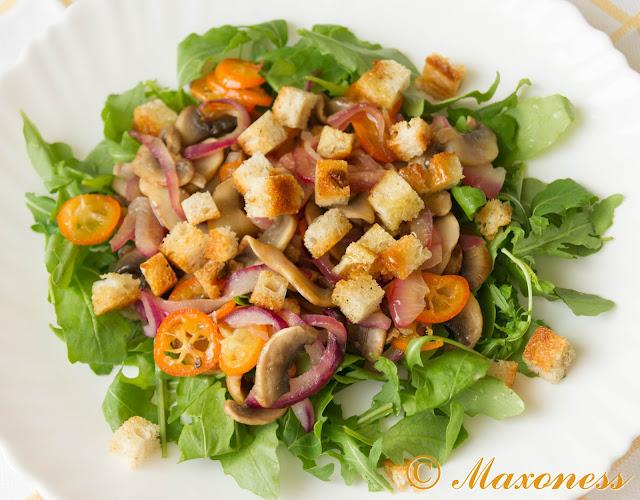 Тёплый салат с грибами и кумкватами