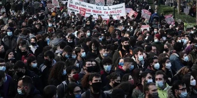 Χιλιάδες μαθητές & φοιτητές ζητούν ν' ανοίξουν σχολεία & πανεπιστήμια μην τυχών και μείνουν αμόρφωτα