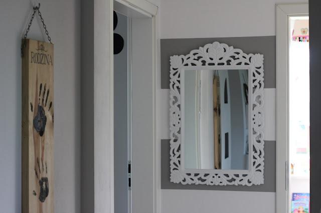 białe lustro Jysk, lustro Daler, lustro rzeźbiona rama, lustro w rzeźbionej ramie, lustro glamour