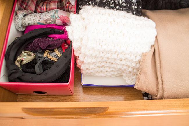 organizar as gavetas com caixas