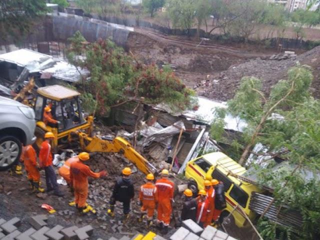 पुणे में  50 फीट लंबी दीवार झुग्गियों पर गिरी; 4 बच्चों समेत 15 की मौत .