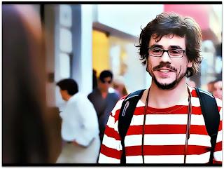Martín (Javier Drolas) Caminha na Rua em Medianeras