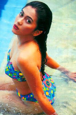 bokong indah dan mans buah dada indah Sally Marcelina mulai menapaki karir di industri film Indonesia sejak tahun 1991 dengan judul film Misteri Janda Kembang. Meskipun berjudul Horor, namun sudah bisa ditebak jika dalam film tersebut lebih banyak unsur prononya dibanding horornya. Hampir setiap film yang dibintangi Hot Milf ini berbau Erorik, Seks dan mistis seperti Susuk Nyi Roro Kidul dan Susan yang Seksi.