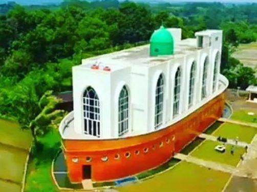 free chanel masjid seakan bahtera nabi nuh di tengah