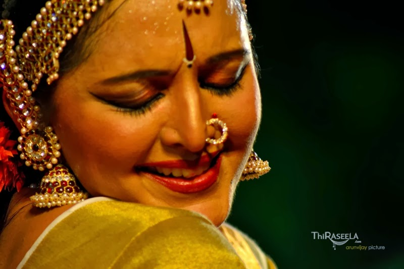 Mallufun.com: Manju Warrier Latest Hot Photos In Saree