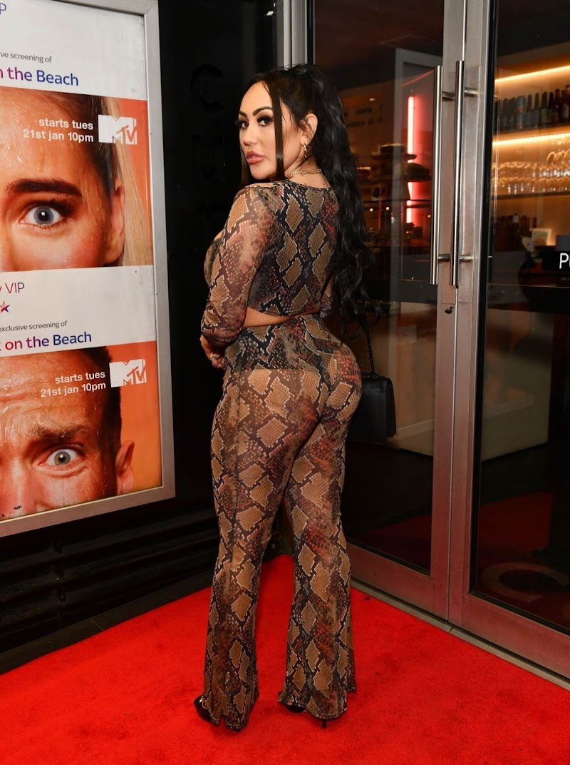 Sophie Kasaei Clicks at Celebrity Ex on the Beach Celebrate Launch of Their New Show in London  21 Jan-2020