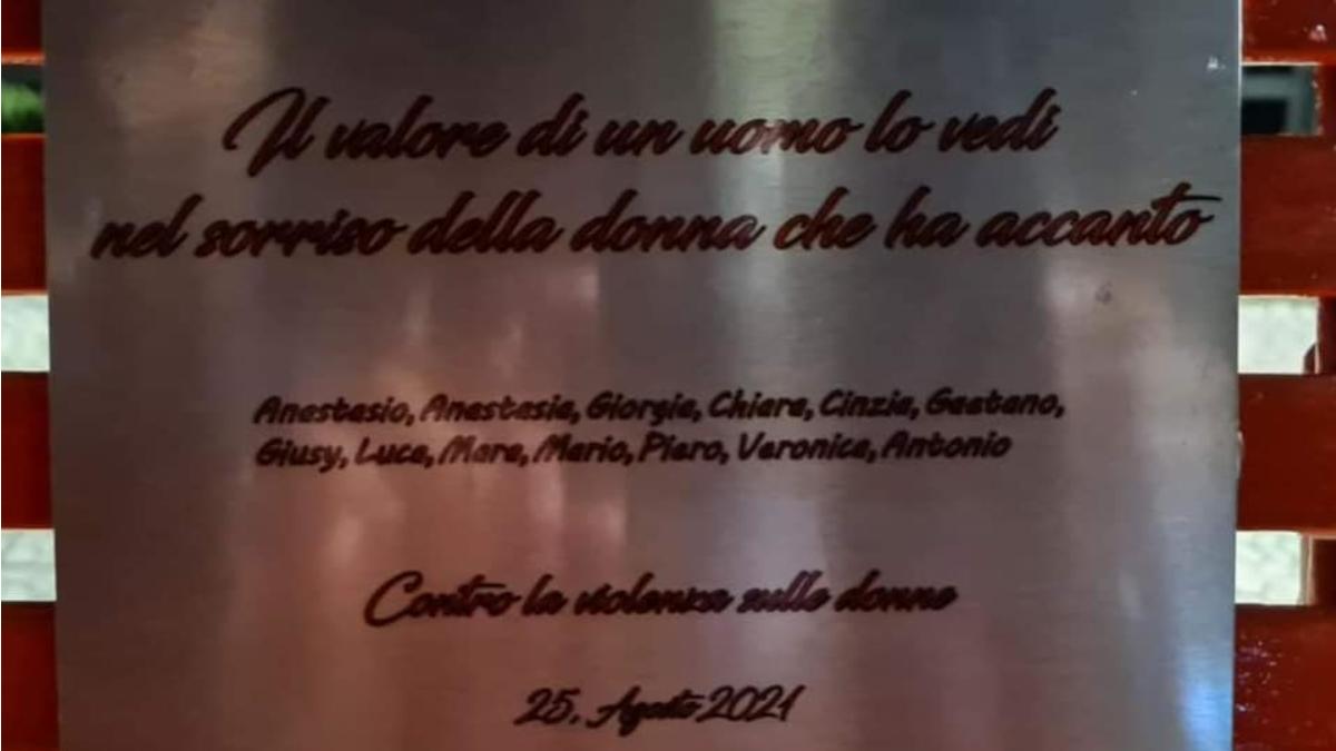 Panchina Rossa contro violenza sulle donne Motta Sant'Anastasia