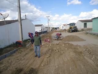 Prefeitura de Baraúna inicia pavimentação da Rua Luiz Moreira Dantas