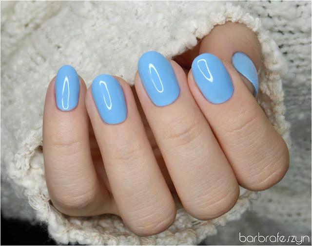 niebieski lakier do paznokci