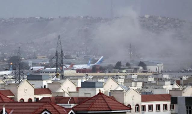 Ataque nos arredores do aeroporto de Cabul deixa pelo menos 13 mortos