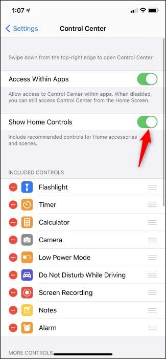 تبديل عناصر التحكم الرئيسية في مركز التحكم في iPhone.