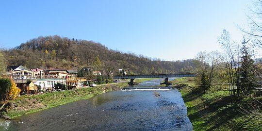 Rzeka Mszanka, z lewej wzgórze Grunwald.