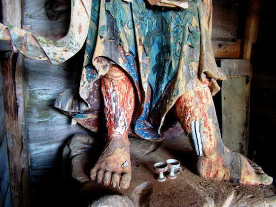 Nio temple guardian statue