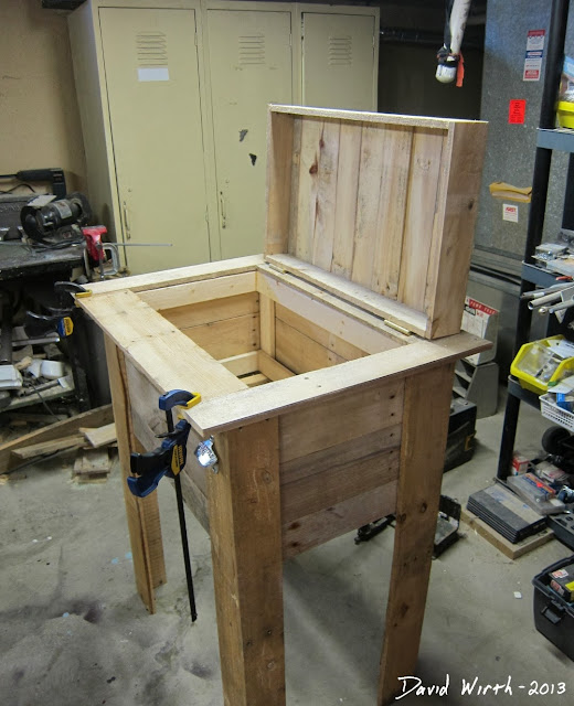 40 Outdoor Woodworking Projects For Beginners: Rustic Outdoor Cooler Stand