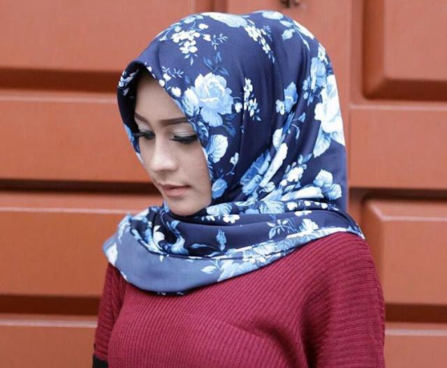 Galeri Foto Gadis Cantik Berjilbab 7