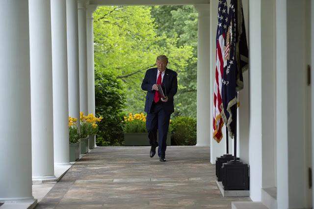 Τραμπ: Οι επιταγές για την ενίσχυση των πολιτών θα γράφουν το όνομά μου