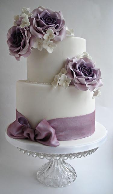 wedding cake with lavendar roses