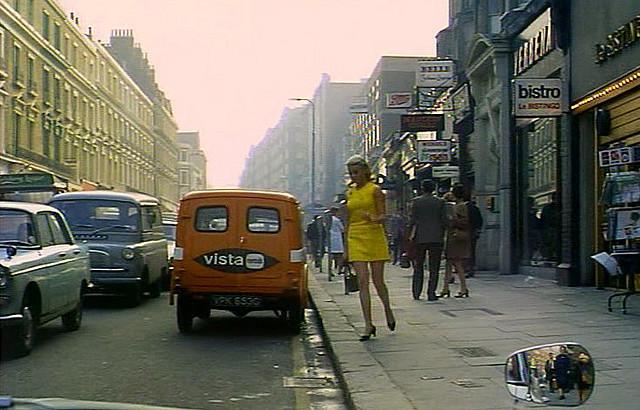 Beautiful Photographs Capture Street Scenes of London in