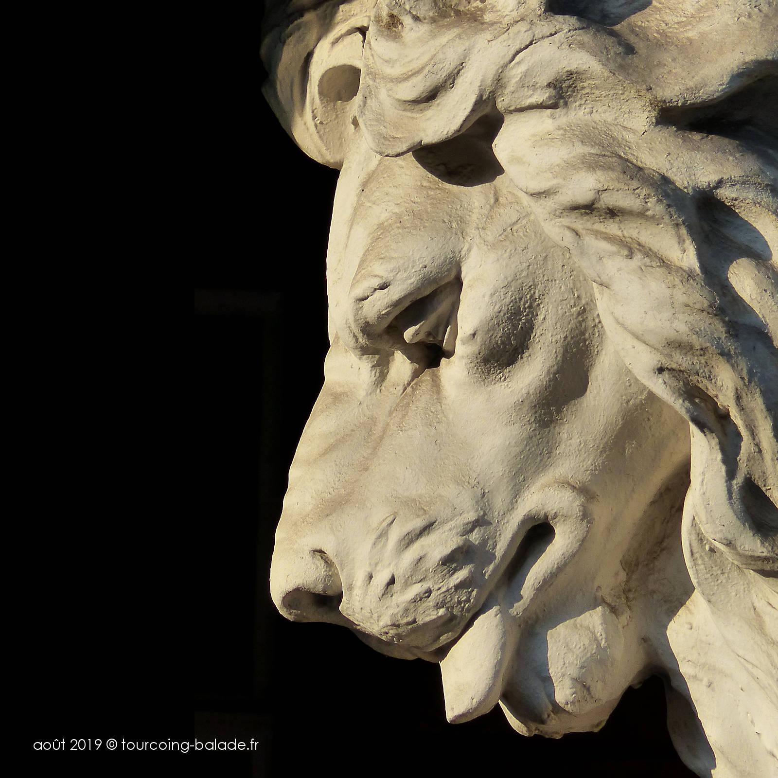 Maison du Broutteux, Tourcoing - Sculpture du lion.
