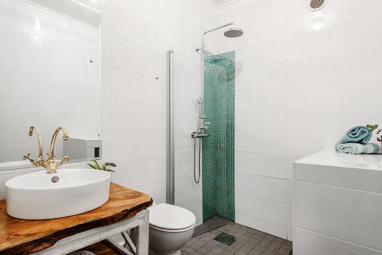 Douche à l'italienne dans la salle de bain