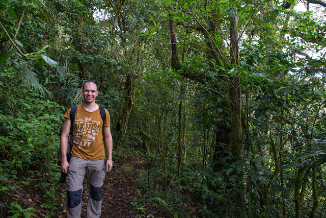 Alberto en los senderos del Cloud Forest Lodge