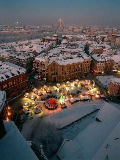 2013 год. Вид с Домского собора на Рождественский базарчик