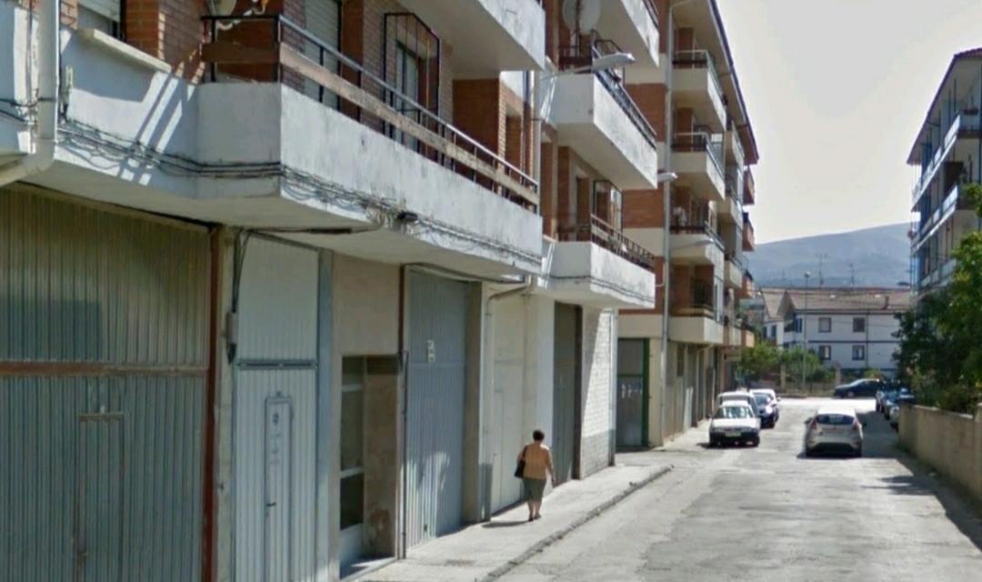 El suceso se produjo en un inmueble de la calle Basauri, de Medina de Pomar. Foto: Google Street Viene.