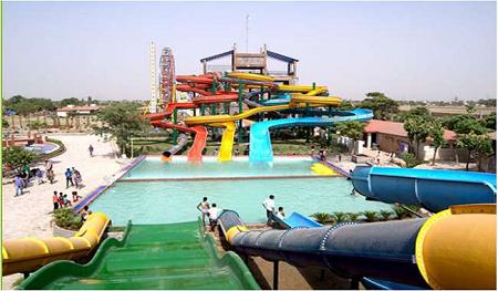 Amusement park में घूमना हुआ सस्ता