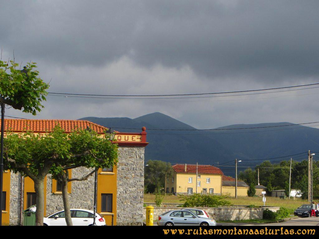 Ruta Llan de Cubel y Cueto: Vista del Llan de Cubel desde Oviñana