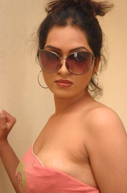 Pallavi Spicy Cleavage Show  Tv Actress Pallavi In -1350