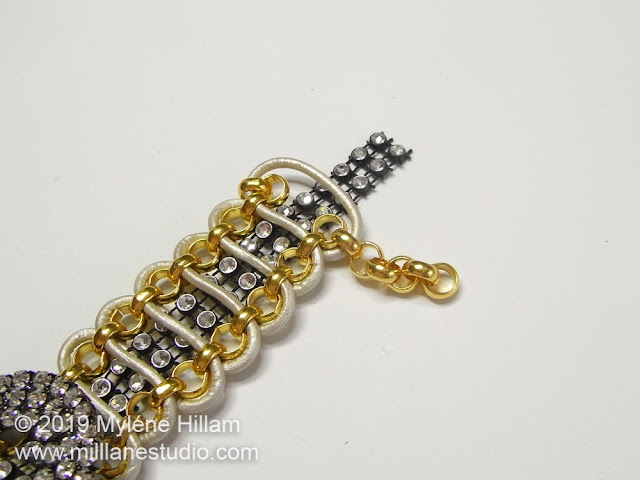 Bracelet with 5 extra links attached at one end