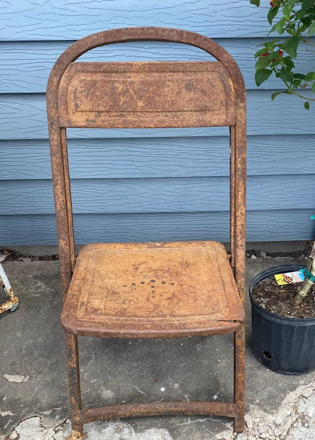 Photo of rusty child's folding chair