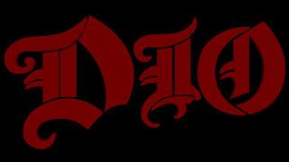 """Βίντεο με τον Dio και το συγκρότημά του να ερμηνεύουν live το τραγούδι """"Man On The Silver Mountain"""""""