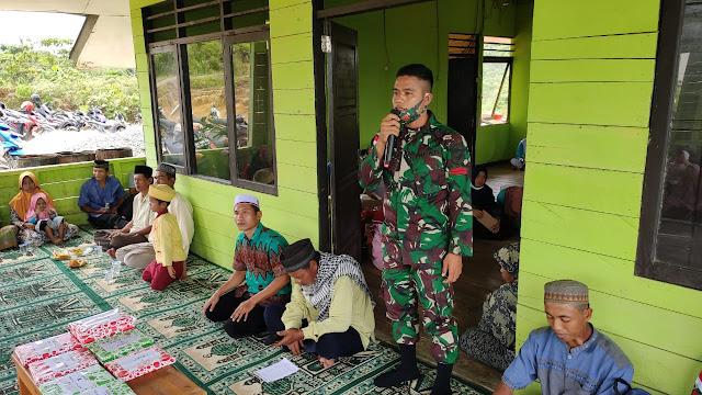 Peringati Maulid Nabi, Satgas Pamtas Yonif 642 Berikan Bantuan Al-Quran di Sambas