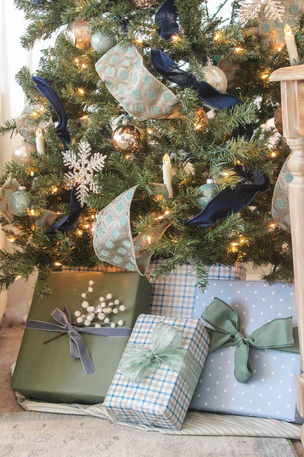 blue and soft green christmas gift wrap ideas