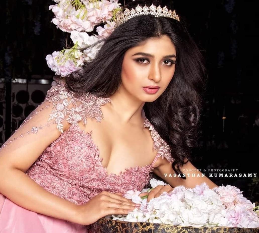 Sandalwood beauty Aditi Prabhudeva' stunning Photo Gallery! 2