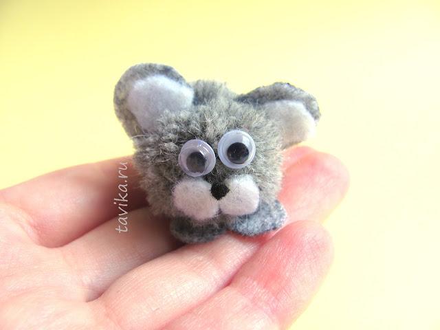 мышка из помпонов - детская поделка