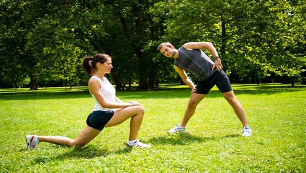 الطريقة الصحيحة لإحماء وتسخين الجسم قبل ممارسة الرياضة