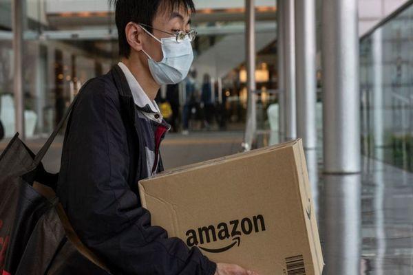 إجبار أمازون على التوقف عن بيع الحاجات غير الضرورية خلال أزمة كورونا