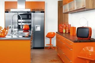 cocina naranja y plata